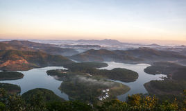 1$ος, το Δεκέμβριο του 2016 - 1 μέρος της άποψης πόλεων Dalat από το βουνό Pinhat στη λίμνη TuyenLam στο Dong Βιετνάμ Dalat- Lam Στοκ φωτογραφία με δικαίωμα ελεύθερης χρήσης