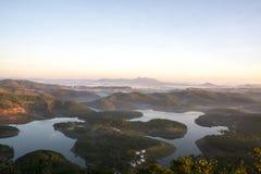 1$ος, το Δεκέμβριο του 2016 - 1 μέρος της άποψης πόλεων Dalat από το βουνό Pinhat στη λίμνη TuyenLam στο Dong Βιετνάμ Dalat- Lam Στοκ εικόνα με δικαίωμα ελεύθερης χρήσης