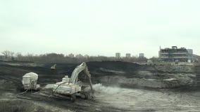 Οστράβα, Δημοκρατία της Τσεχίας, στις 28 Νοεμβρίου 2018: Εκκαθάριση της επανόρθωσης των αποβλήτων υλικών οδόστρωσης του πετρελαίο απόθεμα βίντεο