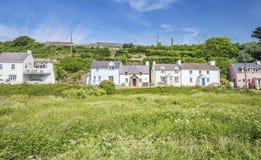 Ουαλλέζικο παράκτιο χωριό στη φωτεινή ηλιόλουστη ημέρα στοκ φωτογραφία με δικαίωμα ελεύθερης χρήσης