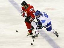 Ουγγαρία εναντίον της αντιστοιχίας χόκεϋ πάγου παγκόσμιου πρωταθλήματος της Ιταλίας IIHF Στοκ φωτογραφία με δικαίωμα ελεύθερης χρήσης