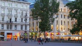 Ουγγρικά στο κέντρο της πόλης οδοί και διαμερίσματα, Βουδαπέστη, Ουγγαρία, 4k φιλμ μικρού μήκους