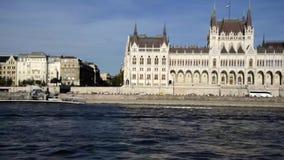Ουγγρικό κτήριο του Κοινοβουλίου στην Ουγγαρία και τη Βουδαπέστη απόθεμα βίντεο