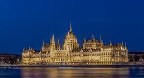 Ουγγρικό σπίτι του Κοινοβουλίου τη νύχτα στοκ εικόνα με δικαίωμα ελεύθερης χρήσης