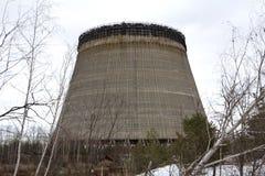 Ουκρανία Ζώνη αποκλεισμού του Τσέρνομπιλ - 2016 03 20 ο ατελής πύργος είναι κοντά στο πυρηνικό σταθμό στοκ εικόνες