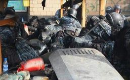 Ουκρανία, Κίεβο Διαμαρτυρίες οδών στο Κίεβο στο Maidan, κουρασμένη αστυνομία στοκ εικόνα