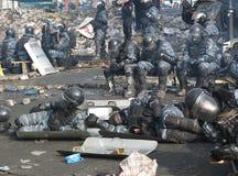 Ουκρανία, Κίεβο Διαμαρτυρίες οδών στο Κίεβο στο Maidan, κουρασμένη αστυνομία στοκ εικόνες