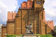 Ουκρανία Κίεβο Μνημείο του πρίγκηπα Yaroslav σοφός ο κοντινός η χρυσή πύλη Στοκ Φωτογραφίες