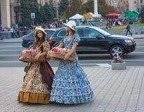 ΟΥΚΡΑΝΙΑ, ΚΙΕΒΟΥ - 11.2013 Σεπτεμβρίου: Κορίτσια στα ιστορικά κοστούμια Στοκ φωτογραφία με δικαίωμα ελεύθερης χρήσης