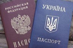Ουκρανικά και ρωσικά διαβατήρια Στοκ εικόνες με δικαίωμα ελεύθερης χρήσης