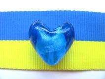 Ουκρανικές χάντρες & σημαία Στοκ Φωτογραφία