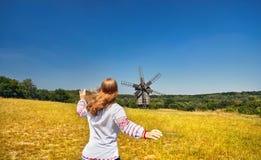 Ουκρανική γυναίκα στο εθνικό κοστούμι στοκ εικόνες
