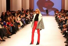 Ουκρανική εβδομάδα FW18-19 μόδας: συλλογή από την Κατερίνα KVIT Στοκ Φωτογραφίες