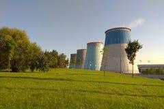 Ουκρανικός σταθμός ατομικής ενέργειας κοντά στο δρόμο στοκ εικόνες