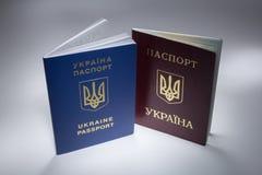 Ουκρανικό διαβατήριο ταξιδιού με δροσερό loght στοκ εικόνες με δικαίωμα ελεύθερης χρήσης