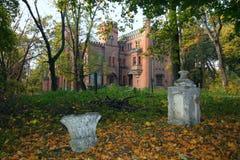 Ουκρανικό νεογοτθικό κάστρο των πολωνικών μεγιστάνων στο χωριό Leskovo στοκ εικόνα