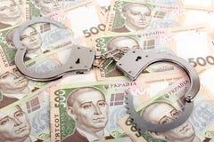 Ουκρανικό νόμισμα και χειροπέδες Στοκ φωτογραφία με δικαίωμα ελεύθερης χρήσης