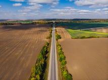 Ουκρανικό lanscape τομέων επαρχίας φθινοπώρου ευρύ εναέριο με clo στοκ φωτογραφίες