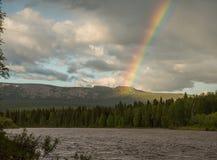 Ουράνιο τόξο επάνω από τα ural βουνά Στοκ εικόνες με δικαίωμα ελεύθερης χρήσης