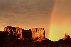 Ουράνιο τόξο κοιλάδων μνημείων στοκ φωτογραφία με δικαίωμα ελεύθερης χρήσης