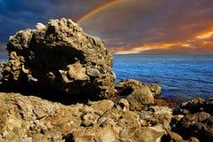 Ουράνιο τόξο πέρα από την ακτή Στοκ Εικόνα
