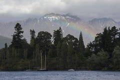 Ουράνιο τόξο πέρα από τη λίμνη Wakatipu σε Queenstown, Νέα Ζηλανδία Στοκ φωτογραφίες με δικαίωμα ελεύθερης χρήσης