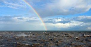 Ουράνιο τόξο πέρα από τη Βόρεια Θάλασσα Στοκ φωτογραφία με δικαίωμα ελεύθερης χρήσης
