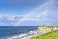 Ουράνιο τόξο πέρα από το οχυρό George, Σκωτία Στοκ Εικόνα