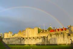 Ουράνιο τόξο πέρα από το φρούριο στην Αγγλία στοκ φωτογραφία με δικαίωμα ελεύθερης χρήσης