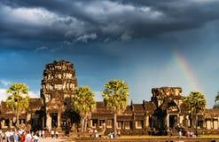 Ουράνιο τόξο πέρα από Angkor Wat Στοκ Εικόνες