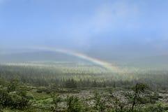 Ουράνιο τόξο στα βουνά Στοκ φωτογραφία με δικαίωμα ελεύθερης χρήσης