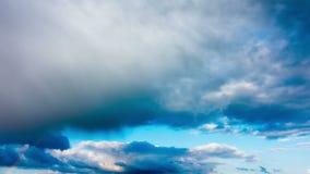 Ουράνιο τόξο στον ουρανό μετά από τη βροχή, χρόνος-σφάλμα φιλμ μικρού μήκους