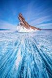 Ουρά του νησιού Ogoi με το φυσικό σπάζοντας πάγο στο παγωμένο νερό στη λίμνη Baikal, Σιβηρία, Ρωσία στοκ εικόνες με δικαίωμα ελεύθερης χρήσης