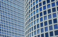 ουρανοξύστες δύο κινηματογραφήσεων σε πρώτο πλάνο Στοκ εικόνα με δικαίωμα ελεύθερης χρήσης