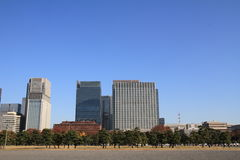 Ουρανοξύστες και πάρκο σε Hibiya, Τόκιο Στοκ Φωτογραφία