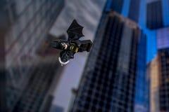 Ουρανοξύστες και πέταγμα Lego Batman Στοκ Εικόνα