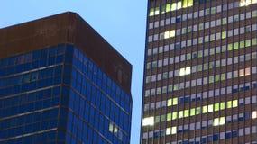 ουρανοξύστες νύχτας Στοκ φωτογραφία με δικαίωμα ελεύθερης χρήσης