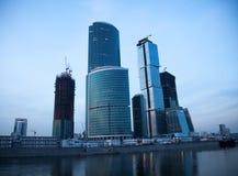 ουρανοξύστες ποταμών στοκ φωτογραφίες