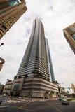 Ουρανοξύστες που εξετάζουν επάνω τον ουρανό Σύγχρονη μητρόπολη Σύγχρονη πόλη στοκ φωτογραφία με δικαίωμα ελεύθερης χρήσης