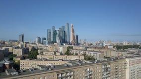 Ουρανοξύστες πόλεων της Μόσχας, εναέρια άποψη Εμπορικό κέντρο γραφείων της πόλης της Μόσχας Πύργοι της πόλης της Μόσχας απόθεμα βίντεο