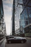 Ουρανοξύστες πόλεων της Μόσχας το καλοκαίρι στο νεφελώδη καιρό στοκ εικόνες