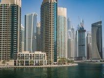 Ουρανοξύστες στη μαρίνα του Ντουμπάι, Ε.Α.Ε. Στοκ Εικόνες