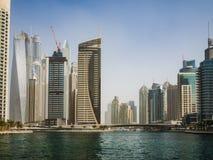 Ουρανοξύστες στη μαρίνα του Ντουμπάι, Ε.Α.Ε. Στοκ εικόνα με δικαίωμα ελεύθερης χρήσης