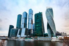 Ουρανοξύστες στο ανάχωμα μέσα κεντρικός εμπορικό κέντρο διεθνής Μόσχα Στοκ Εικόνες