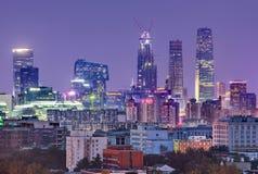 Ουρανοξύστες στο Πεκίνο στο λυκόφως, Κίνα Στοκ φωτογραφία με δικαίωμα ελεύθερης χρήσης