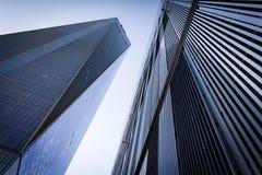 Ουρανοξύστες στο σαφές κλίμα ουρανού στην πόλη της Νέας Υόρκης Στοκ Φωτογραφίες
