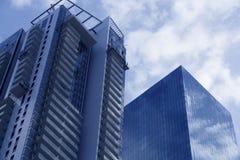 Ουρανοξύστες στο Τελ Αβίβ, Ισραήλ Εταιρικό κτήριο στο σύγχρονο υπόβαθρο αρχιτεκτονικής πόλεων, τονισμός Ακτίνες ήλιων και φλόγα φ Στοκ φωτογραφία με δικαίωμα ελεύθερης χρήσης