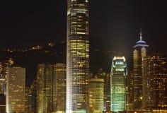 Ουρανοξύστες του Χογκ Κογκ τη νύχτα Στοκ φωτογραφία με δικαίωμα ελεύθερης χρήσης