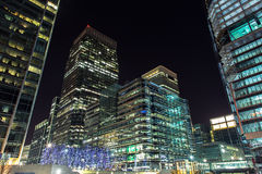 Ουρανοξύστες του Canary Wharf τή νύχτα, Λονδίνο, UK Στοκ Εικόνα