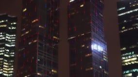 ουρανοξύστες το ζουμ μέσα και έξω από την εικόνα, defocus και στρέφει το πλαίσιο απόθεμα βίντεο